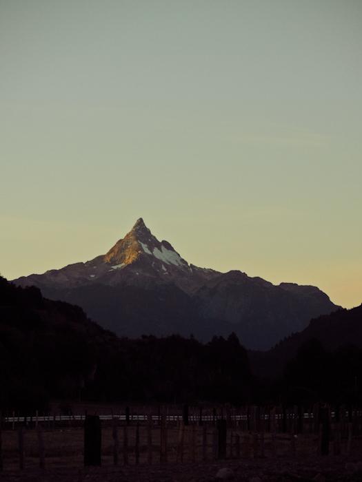 Auf diesen Berg sind wir den ganzen Tag darauf zu gefahren.